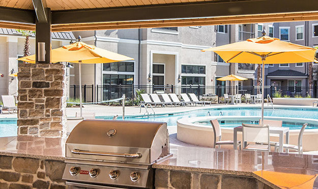 Poolside Grills & Outdoor Kitchen